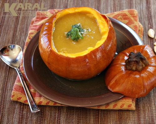 طرز تهیه سوپ کدوحلوایی در ظروف کارال